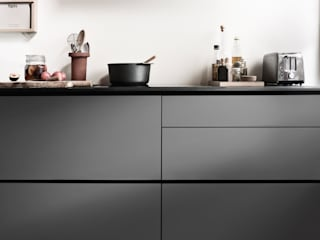 Prato Grey:   door Kvik Keuken, Badkamer & Garderobe
