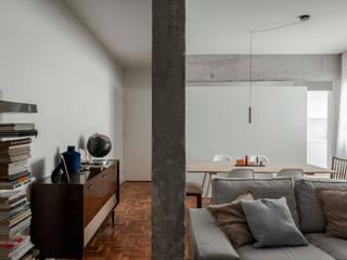 Apartamento Ferreira Borges: Salas de estar  por Silva Cravo Arquitectos