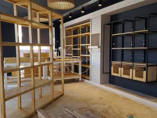 ARREDO SAENZ PEÑA: Shoppings y centros comerciales de estilo  por aggeggio