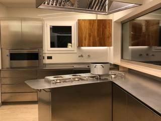 Falegnameria su misura KitchenCabinets & shelves Besi/Baja