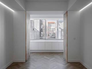 Apartamento Fontes Pereira de Melo: Salas de jantar  por Silva Cravo Arquitectos