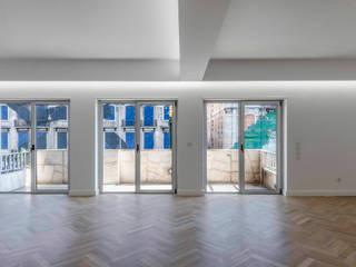 Apartamento Fontes Pereira de Melo: Salas de estar  por Silva Cravo Arquitectos