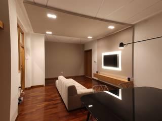 现代客厅設計點子、靈感 & 圖片 根據 Studio di Progettazione e Design 'ARCHITÈ' 現代風