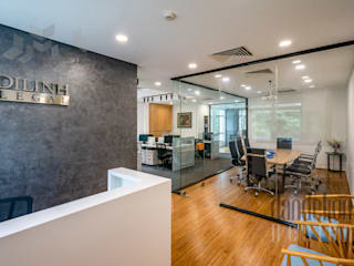 Thiết Kế Thi Công Nội Thất Văn Phòng DiLinh Legal (V1):  Văn phòng & cửa hàng by Dandelion Design Construction