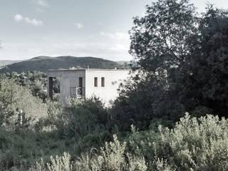 Vivienda en las Sierras de Córdoba: Casas unifamiliares de estilo  por Vozza Arquitectura,Moderno