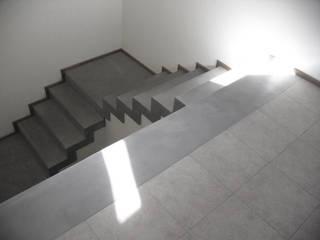 Remodelación - VI CH: Escaleras de estilo  por Vozza Arquitectura,Moderno