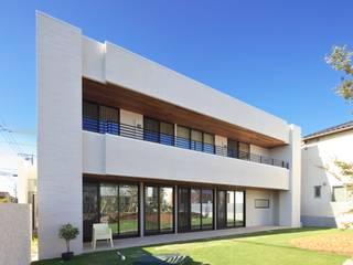 タイルと土とアートと暮らす家 モダンな 家 の 株式会社moKA建築工房 モダン