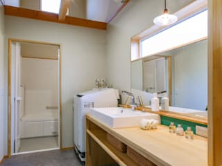 Bathroom by てくとの家, Eclectic