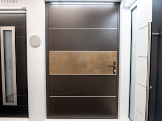 Porte in stile  di RK Door Systems, Moderno