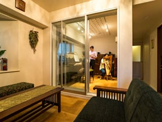 Living room by QUALIA, Classic