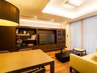 Living room by QUALIA, Modern