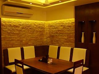LOK NIRMAN 1800 sqft :  Dining room by Aesthos Interior Design and Consultancy