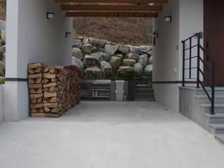 Garajes y galpones de estilo moderno de HOMEPOINT. Moderno