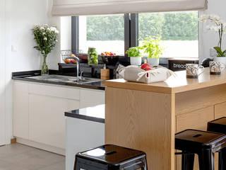 Zeitloses Beige: modern  von Dekoria GmbH,Modern
