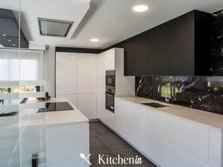 Cozinha BW: Cozinhas  por Kitchen In,Moderno