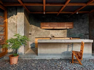 Studio Course Mediterranean style living room by Studio Course Mediterranean