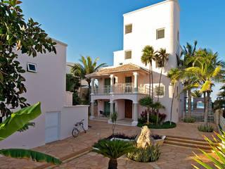 Balcones y terrazas modernos de AC Construcciones Moderno