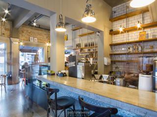 Gastronomie industrielle par Estúdio Kza Arquitetura e Interiores Industriel
