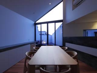 GHK: キューボデザイン建築計画設計事務所が手掛けたダイニングです。