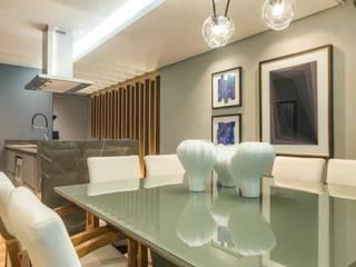 Salle à manger moderne par Estúdio Kza Arquitetura e Interiores Moderne