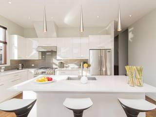 Modular Kitchen:  Kitchen by KM Furniture Solutions Pvt Ltd