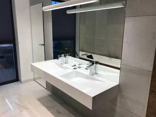 Beton architektoniczny w łazience od Luxum Industrialny