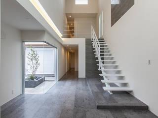 ห้องโถงทางเดินและบันไดสมัยใหม่ โดย Kei設計室 โมเดิร์น