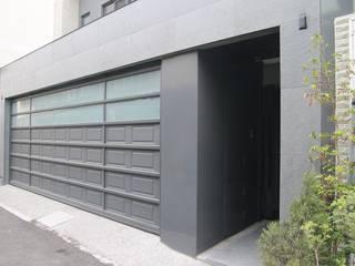 Garage Doors by 勻境設計 Unispace Designs, Modern