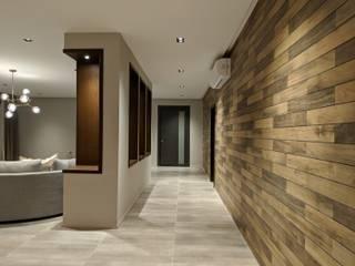 Corredores, halls e escadas modernos por FN Design Moderno