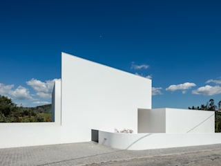 Gafarim House Tiago do Vale Arquitectos Modern houses White