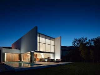 Gafarim House 모던스타일 주택 by Tiago do Vale Arquitectos 모던