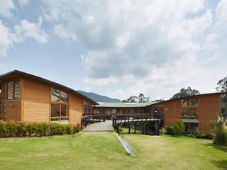 colegio Ekiraya: Escuelas de estilo  por CPM