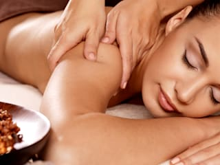 Best Female Body Massage in Mumbai:  Offices & stores by Emmy Massage Center