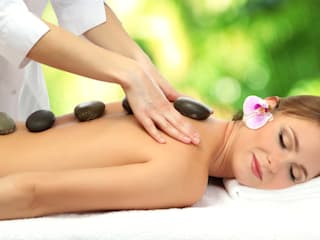 Female to Male Body Massage Spa in Ahmedabad:  Offices & stores by Emmy Massage Center