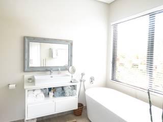 Modern bathroom by Tiaan Botha Architecture & Associates Modern