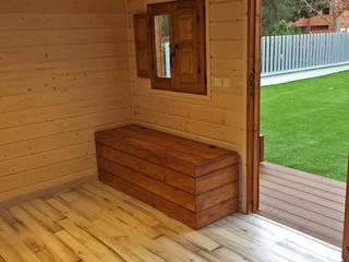 Interior de la casita de madera para niños: Casas de madera de estilo  de Casetas de Madera