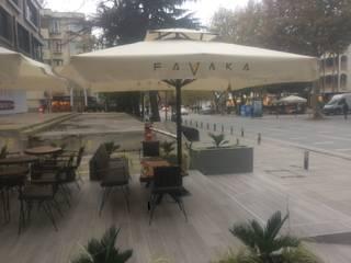 Balcones y terrazas modernos de Akaydın şemsiye Moderno