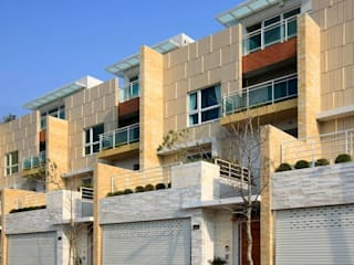 台中自地自建蓋房子 | 傾聽色彩韻律的現代別墅 現代房屋設計點子、靈感 & 圖片 根據 大桓設計顧問有限公司 現代風