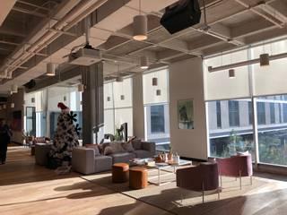 OFICINAS COWORKING: Estudios y oficinas de estilo  por COLDWELL BANKER ZAFIRO