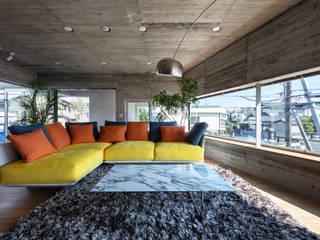 Living room by 庄司寛建築設計事務所 / HIROSHI SHOJI  ARCHITECT&ASSOCIATES, Modern