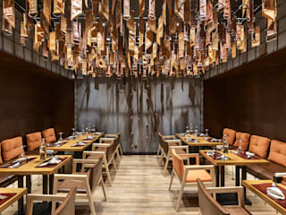 BULL Butcher and Wine. Steakhouse interior Gastronomia in stile moderno di YUDIN Design Moderno