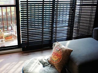 Livings de estilo  por 緋木設計有限公司 dark red design, Ecléctico