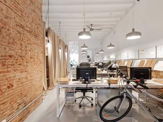 Oficinas y Tiendas de estilo  por ESTUDIO DE CREACIÓN JOSEP CANO, S.L.