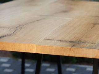 Stół ze starego litego drewna i stali od CLOVE HM Atelier Minimalistyczny