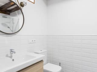 Casa Carro. Rahabilitación interior de vivienda tradicional Arela Arquitectura Baños de estilo rústico