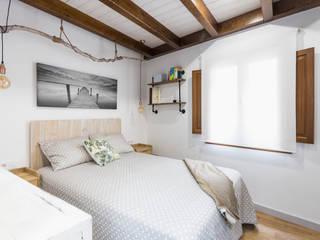 Casa Carro. Rahabilitación interior de vivienda tradicional Arela Arquitectura Dormitorios de estilo rústico