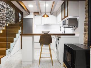 Casa Carro. Rahabilitación interior de vivienda tradicional Arela Arquitectura Cocinas de estilo rústico