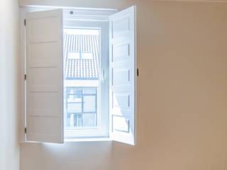Piso Rodiño. Reforma integral Arela Arquitectura Dormitorios de estilo clásico