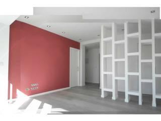 Reforma (remodelación) departamento.: Pasillos y recibidores de estilo  por Árbol Arquitectura,