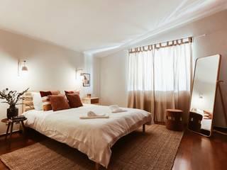 Rustic style bedroom by Rafaela Fraga Brás Design de Interiores & Homestyling Rustic Wood Wood effect